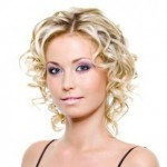 Coiffure-Courte-Frisee-Blonde-t_org_90106810630